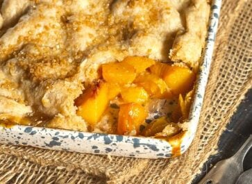 Homemade Southern Peach Cobbler