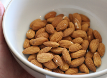 Almonds are a great nut to add to any dish. But did you know that you need to wash them first? Get the detail on how to wash almonds here!