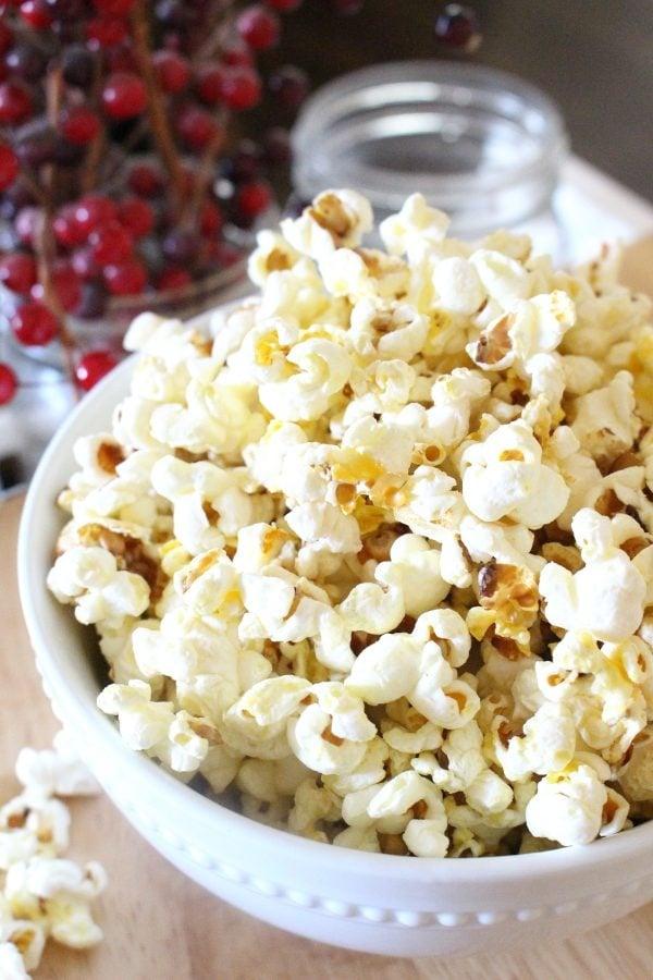 easy stovetop popcorn recipe in a bowl